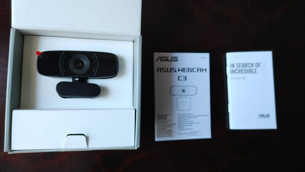 ASUS Webcam C3の箱を開けるとこんな感じ